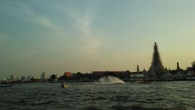 Wat Arun Ratchawararam Ratchawaramahawihan, Wat Arun, ναός της Dawn πέρα από τον ποταμό Chao Phraya κατά τη διάρκεια του ηλιοβασι Στοκ φωτογραφία με δικαίωμα ελεύθερης χρήσης