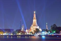 Wat Arun (tempel av gryning) på natten, Bangkok, Thailand Arkivbilder