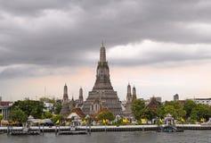 Wat Arun Tempel an der Dämmerung lizenzfreies stockbild
