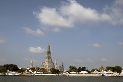 Wat Arun tempel och Chao Phraya flod i Bangkok, Thailand Fotografering för Bildbyråer
