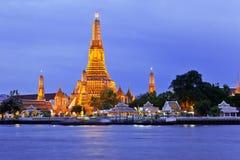 Wat Arun tempel och Chao Phraya River Royaltyfria Foton
