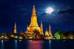 Wat Arun-Tempel in Thailand lizenzfreie stockfotos