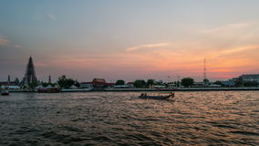 Wat Arun-tempel, zonsondergang timelapse - Bangkok stock videobeelden