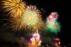 Wat Arun Temple, Bangkok, tiempo de la celebración de los fuegos artificiales de la cuenta descendiente de la Feliz Año Nuevo Imagen de archivo