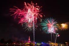 Wat Arun Temple, Bangkok, tiempo de la celebración de los fuegos artificiales de la cuenta descendiente de la Feliz Año Nuevo Fotos de archivo