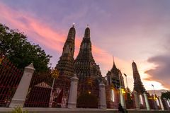 Wat Arun Temple bij zonsondergang in Bangkok, Thailand Stock Afbeelding