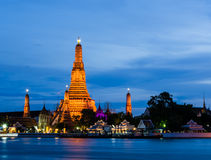 Wat Arun, Temple of Dawn, на сумерк, Бангкок, Таиланд Стоковое фото RF