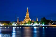 Wat Arun (Temple of Dawn) at dusk. Wat Arun (Temple of Dawn) at night, Bangkok, Thailand stock images