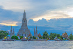 Wat Arun, The Temple of Dawn, at twilight. View across river. Bangkok, Thailand stock images