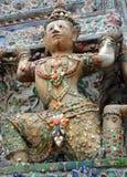 Wat Arun Temple de Dawn Dancer Sculpture, Banguecoque fotos de stock royalty free