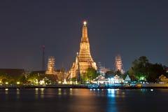Wat Arun Temple dell'alba alla notte Fotografia Stock