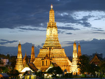 Wat Arun temple at dusk Stock Photos