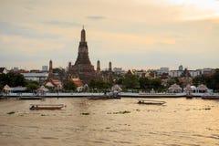 Wat Arun Temple en Bangkok Tailandia en el crepúsculo Fotografía de archivo libre de regalías