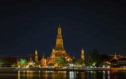 Wat Arun Temple nachts Stockbild