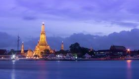 Wat Arun Temple nella penombra Immagine Stock Libera da Diritti