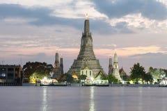 Wat Arun Temple no crepúsculo em Banguecoque Tailândia Imagem de Stock Royalty Free