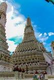 Wat Arun Temple no templo durante o dia ensolarado, Banguecoque, Tailândia fotografia de stock royalty free