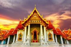 Wat Benchamabophit Dusitvanaram - o templo de mármore é um templo budista no distrito de Dusit de Banguecoque, Tailândia fotos de stock
