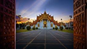 Wat benchamabophit, marmorerar tempel en av mest populär resande royaltyfria bilder