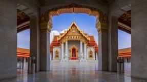 Wat Benchamabophit of Wat Ben in het kort zijn een marmeren tempel in Verbod Stock Foto