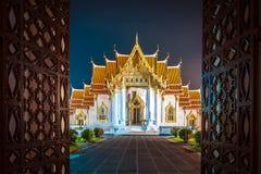 Wat Benchamabopit (Marmortempel) in Bangkok, Thailand nachts Stockbild