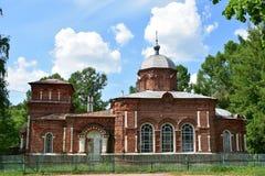 Wat betreft de samenstelling, bestaat de bouw van St Nicholas Church uit een Kerk met een ingewikkelde apsis, een eetzaal en een  stock foto