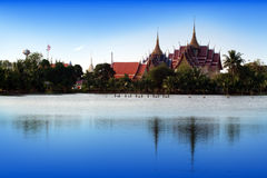 Wat chai mongkon i samutsakhon, Thailand Arkivbilder