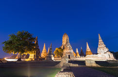 Wat Chaiwatthanaram bij schemering in Ayutthaya, Thailand stock foto