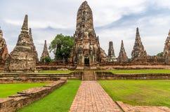 Wat Chaiwatthanaram en la ciudad de Ayutthaya, Tailandia. Está prendido Foto de archivo libre de regalías