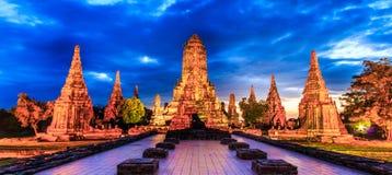 Wat Chaiwatthanaram no por do sol fotografia de stock royalty free