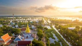 Wat Chaiyamongkol Bang Mul Nak för flyg- sikt landskap Phichit Thailand Arkivbilder