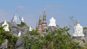Wat Chaloem Phra Kiat Phrachomklao Rachanusorn tempel på kullen, nordliga Thailand stock video