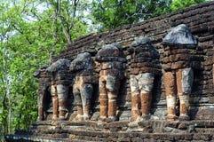 Wat Chang Rop i Kamphaeng historiska Phet parkerar, Thailand Royaltyfri Bild