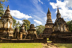 Wat Chedi切特Thaeo和云彩天空 库存图片
