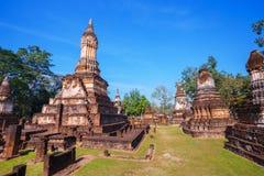 Wat Chedi Jet Thaew en el parque histórico del Si Satchanalai en Sukhothai, Tailandia Fotografía de archivo