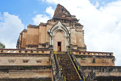 Wat Chedi Luang-Tempel am Tag, Chiang Mai, Thailand. lizenzfreie stockfotografie