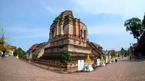 Wat Chedi Luang Temple chez Chiang Mai, Thaïlande par la lentille de fisheye clips vidéos
