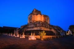 Wat Chedi Luang in Thailand Lizenzfreie Stockbilder