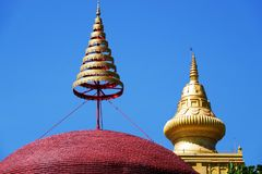 Wat Chom Phothayaram, Sothon, het District van Mueang Chachoengsao, Thailand 4 november 2018 Thot Kathin in cheditempel van Thail royalty-vrije stock foto's
