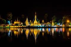 Wat Chong Klang i Wat Chong Kham przy nocą zdjęcia stock