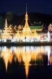Wat Chong Klang och Wat Chong Kham tempel i Mae Hong Son Royaltyfri Bild