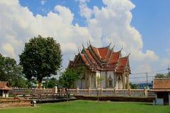 Тайский висок, известный висок Wat Chulamanee от Phitsanulok, Таиланда стоковое изображение rf