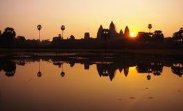 wat de lever de soleil d'angkor Photos stock