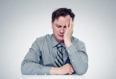 Wat doe? Vrees zakenman, facepalm conceptencrisis stock afbeeldingen