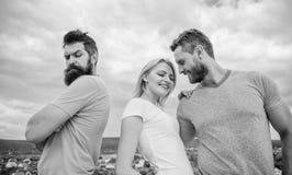 Wat doen wanneer u verworpen voelt Paar en verworpen partner Hoe over verbreken voor kerels krijg Geruïneerde verhoudingen hoe stock fotografie