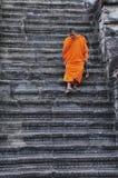 Wat du Cambodge Angkor avec un moine Images stock