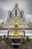 wat för arunbuddha guld- staty royaltyfri fotografi
