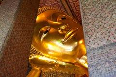 wat för buddha phostatyer Arkivfoto