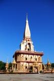 wat för chalongphuket tempel Arkivfoton