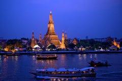 wat för sikt för arunbangkok thailand skymning Arkivfoton